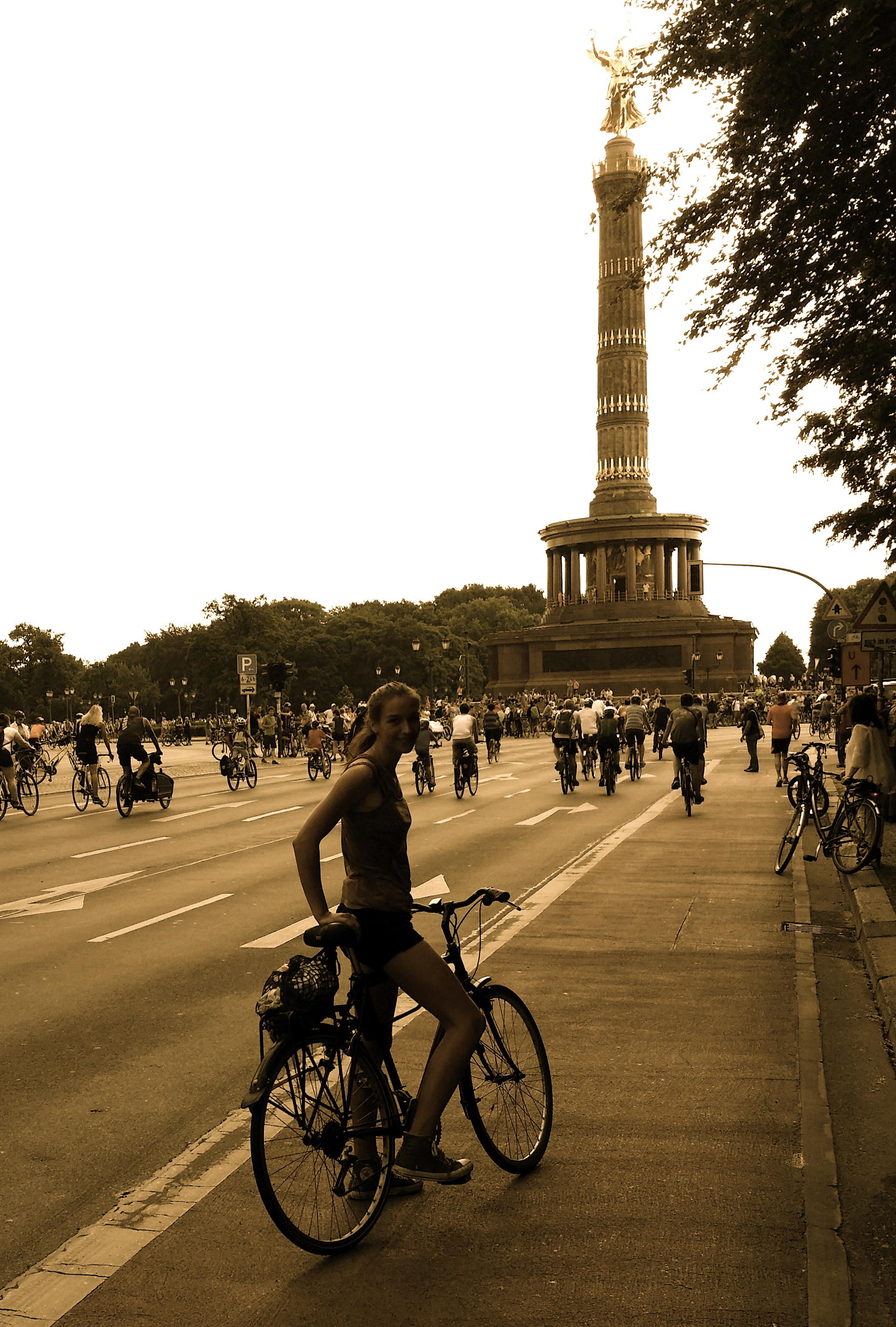 Radler fahren um den Großen Stern in Berlin