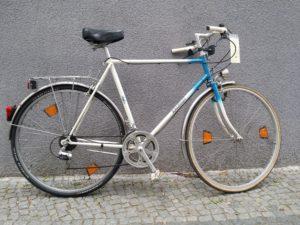 Blau-weißes gebrauchtes Herrenrad