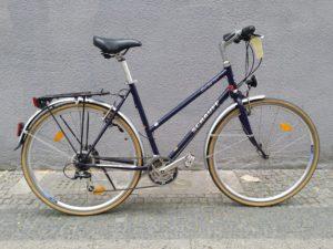 Blaues gebrauchtes Damenrad