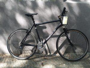 Schwarzes Herrencrossrad