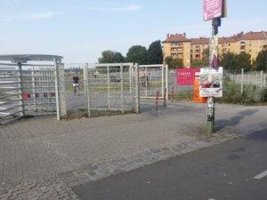 9. Eingang vom Tempelhofer Feld
