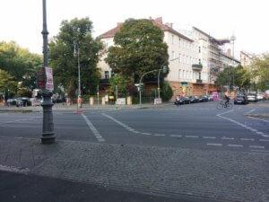 14. Am Ende der Hasenheide: Gabelung in Fichtestrasse oder Graefestrasse.