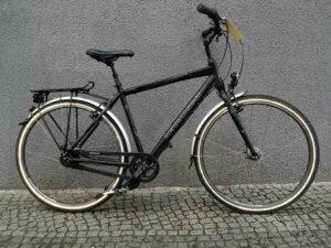 Schwarzes gebrauchtes Trekkingrad von Bergamont