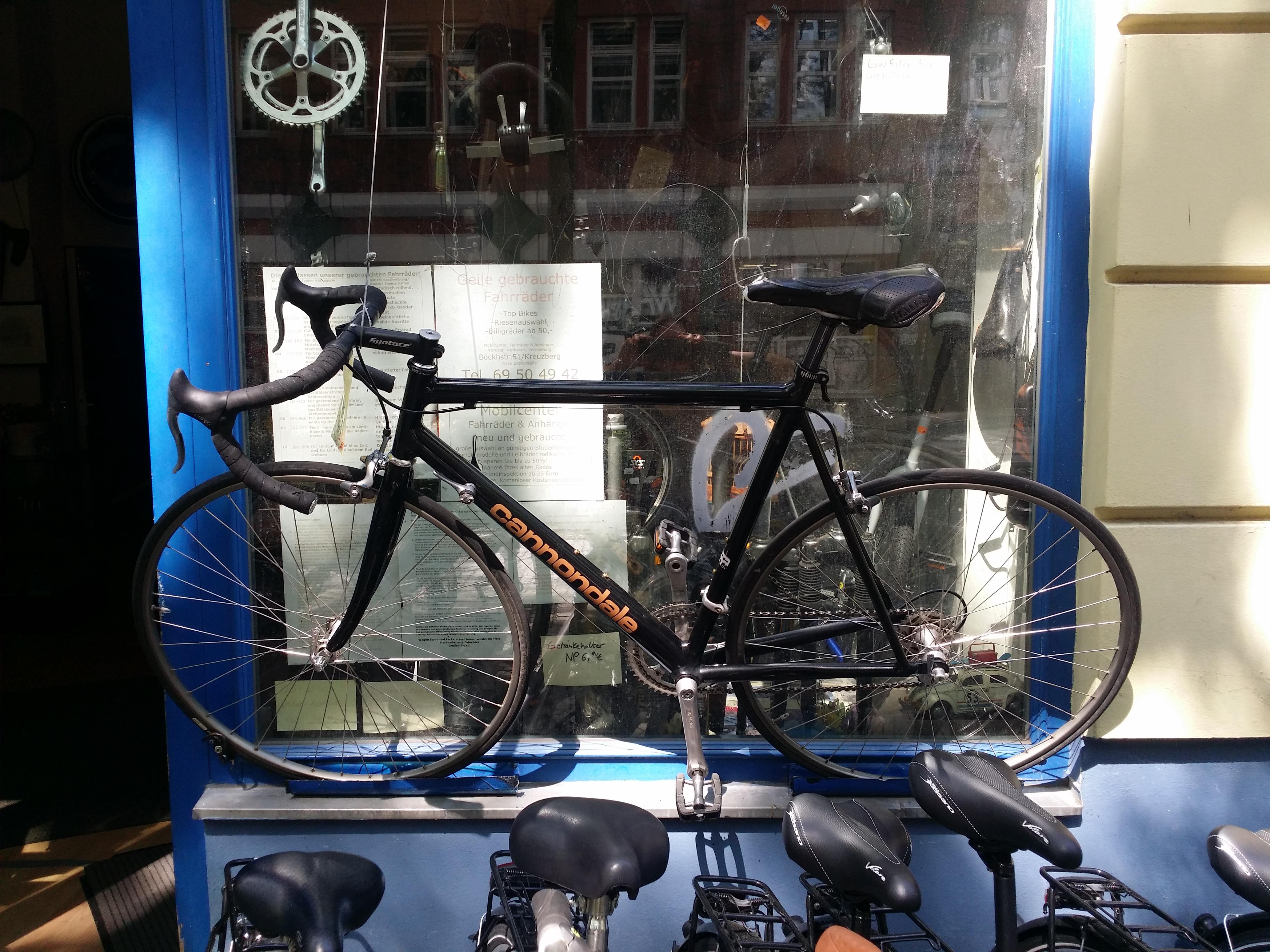 Schwarzes gebrauchtes Cannondale Rennrad