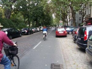 15. Als letztes überquere ich die Urbanstrasse und bin auf der Grimmstrasse beim Graefekiez angekommen